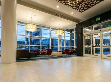 Holiday Inn Hotel & Suites/Downtown Lobby