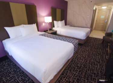 LaQuinta Inn & Suites/East Ridge Bedroom