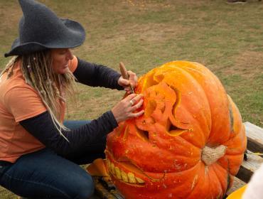 Dueling Pumpkin Carvers