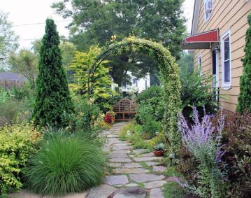 https://assets.simpleviewinc.com/simpleview/image/upload/crm/newportri/20200201-Small-Gardens-for-Big-Enjoyment-740x4940_d50e96e5-5056-b3a8-4980e1862fd19023.jpg