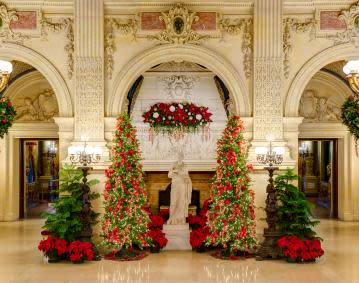 https://assets.simpleviewinc.com/simpleview/image/upload/crm/newportri/Breakers-Christmas_ceaeb741-5056-b3a8-49083f668ce1fa1004_5455c42e-5056-b3a8-49e1a182efae8649.jpg