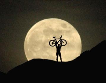 https://assets.simpleviewinc.com/simpleview/image/upload/crm/newportri/Full-Moon-Bike_48d14c9d-5056-b3a8-494ca4c53452121e.jpg