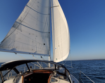MCCURDY YACHT CHARTERS