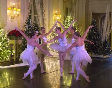 https://assets.simpleviewinc.com/simpleview/image/upload/crm/newportri/nutcracker-rosecliff5_credit-Island-Moving-Company_b4b5f6aa-5056-b3a8-4916b3bf55117f03.jpg