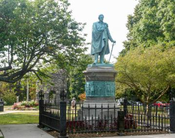https://assets.simpleviewinc.com/simpleview/image/upload/crm/newportri/touro-park-perry-statue2_credit-Discover-Newport1_83a10027-5056-b3a8-493a06481bb1964c.jpg