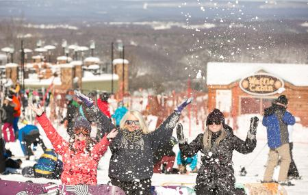 Snowboarding Fun at Blue Mountain Resort