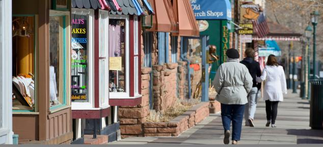 People walking along streets in Downtown Estes Park
