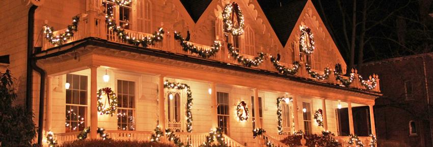 foster-cottage-clifton-springs-exterior-winter-lights
