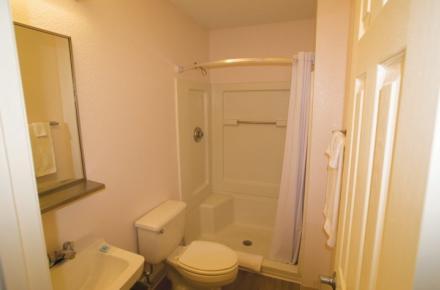 Intown Suites - N Collins Image 6