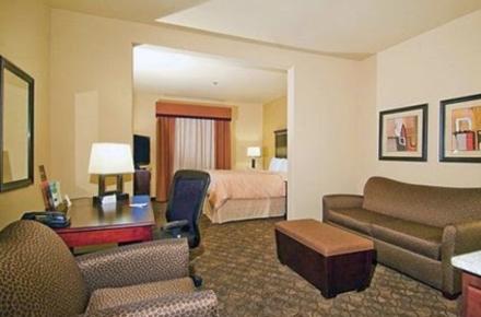Comfort Suites Arlington Image 2