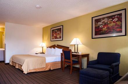 Quality Inn At Arlington Highlands Image 2