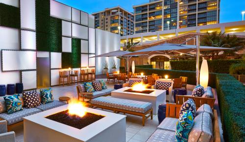 FLOE Lounge Outdoor Rooftop Bar