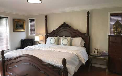 Royalty Bed and Breakfast - Bedroom