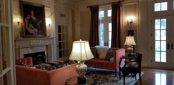 The Della Belle Grand Parlor