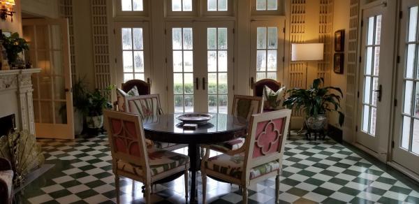 The Della Belle Breakfast room