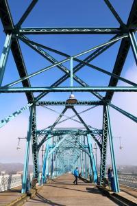 Encore Atlanta_Walnut Street Bridge