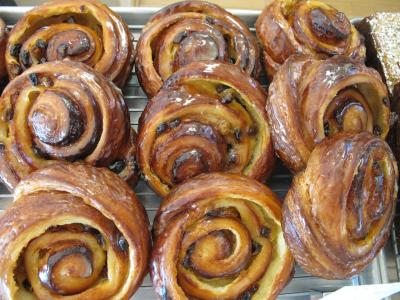 Glazed cinnamon Rolls from Pistacia Vera