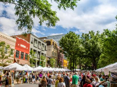 Join the crowd downtown on Main Street on Saturday mornings and stock up on local vegetables, fruit, eggs, cheese, meats and other home-grown fare from area farmers.