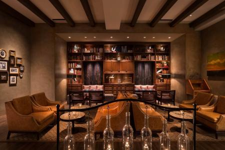 The Watertable library has a rustic and welcoming atmosphere (Photo courtesy of the Hyatt Regency Huntington Beach)