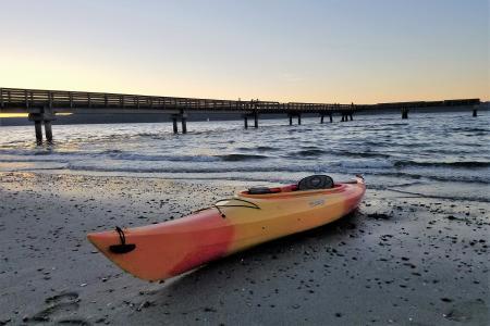 Kayak on Dash Point beach (Photo: Alex Balansay)