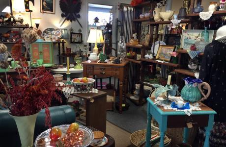 Jan's Antiques Interior