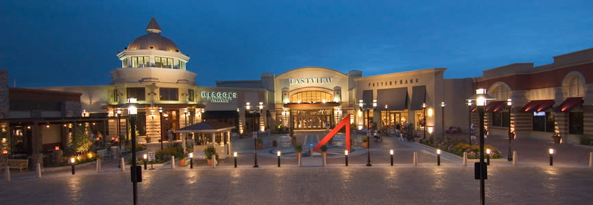 The front entrance of Eastview mall, featuring several restaurants and Eastview's iconic sundial