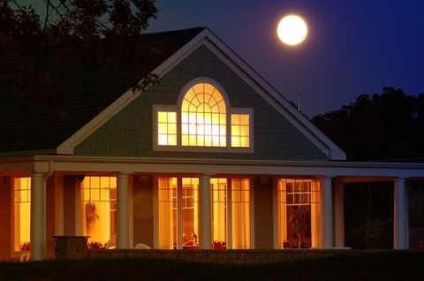 Lakeside Landing Restaurant at night