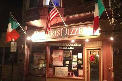 Oliveris Pizzeria Front Entrance