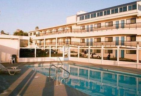 Edgewater Inn Pool