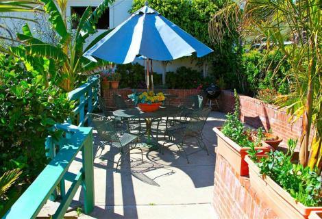 Palomar Inn Patio