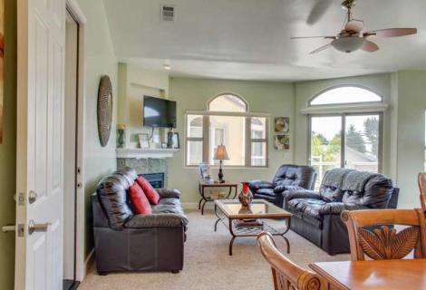 VACASA Vacation Rentals Living Room