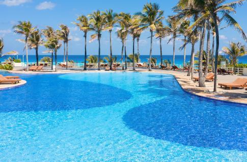 Alberca de Grand Oasis Cancún