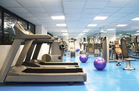 Gimnasio y aparatos de ejercicio