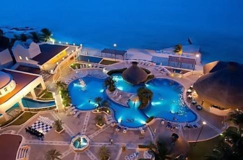 Hotel Coz Nocturno Albercas.JPG