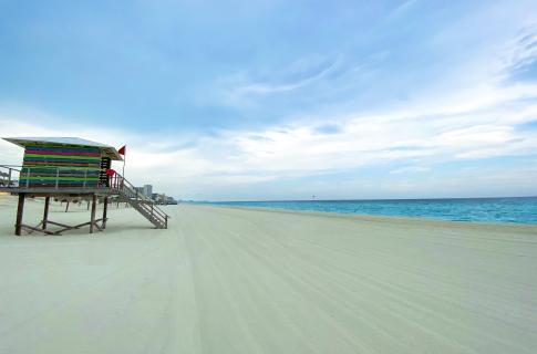 Playa Delfines 1
