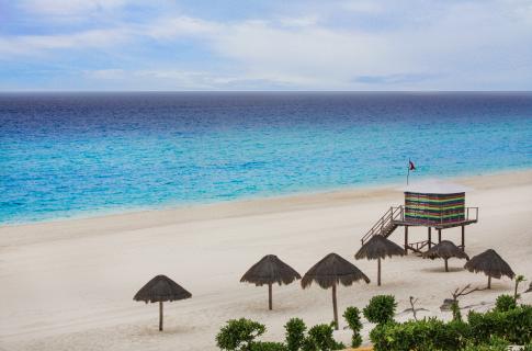 Playa Delfines 3