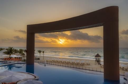 Pool sunrise