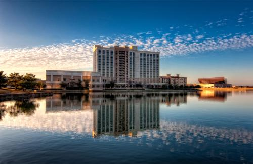 The Marriott Hotel at Las Colinas overlooks Lake Carolyn.