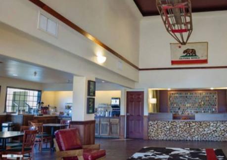 237P3redwood-riverwalk-lobby.jpg