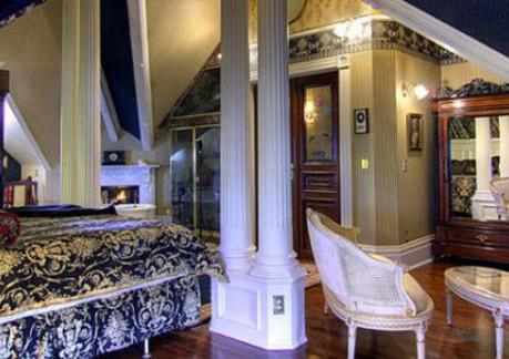 6057PPPPgingerbread-mansion-room.jpg