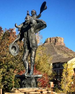 Buffalo Bill Statue, Fall