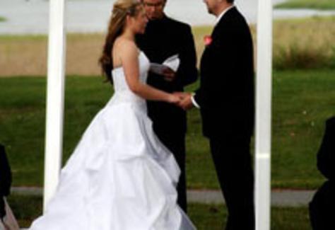 1366394075.8xeb.bride-grooom-lo.jpg