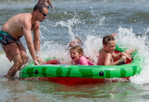 1548867676.r9F4.Family-in-Ocean-OIB.jpg
