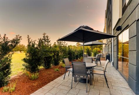 Fairfield by Marriott_patio
