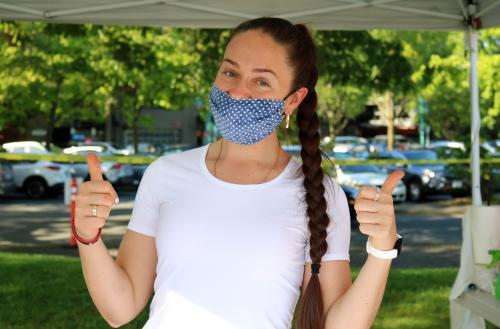 Photo of woman wearing face mask at Kirkland Wednesday Market in Marina Park