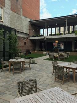 Hotel Covington Patio