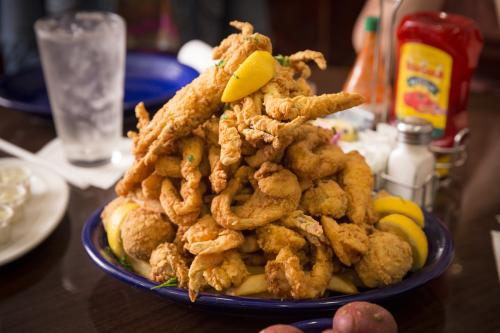 Deanie's Seafood Platter