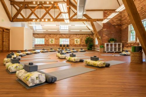 Inns of Aurora Yoga