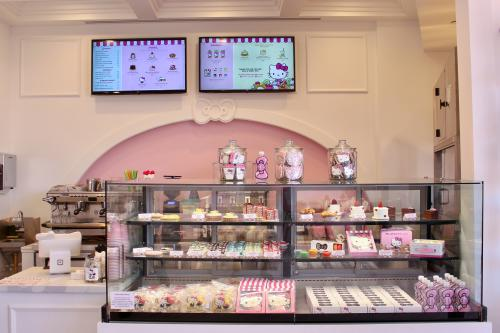Hello-Kitty-Cafe-Michelle-McCoy-counter