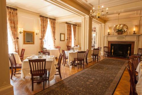 Lincklaen House's dining room